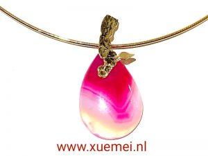 gouden collier met roze agaat hanger - uniek - handgemaakt - edelsmid Xuemei Dijkstal