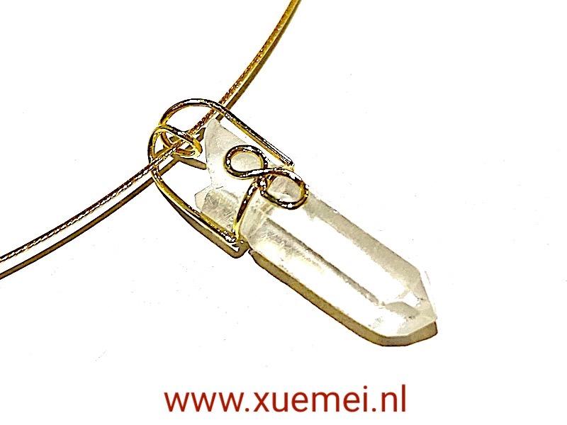 gouden hanger met bergkristal - uniek - goudsmid Xuemei Dijkstal