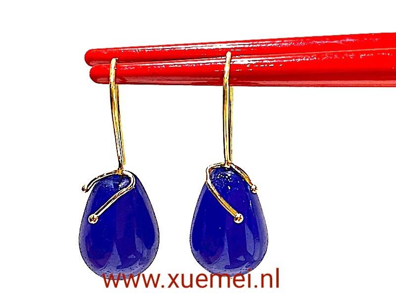 gouden oorbellen met blauwe edelsteen - agaat - uniek - edelsmid Xuemei Dijkstal