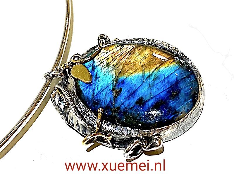 zilveren gouden hanger labradoriet - edelsmid Xuemei Dijkstal - uniek